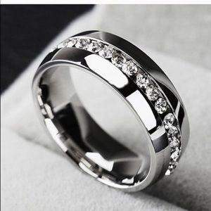 New 18 k white gold men's wedding ring